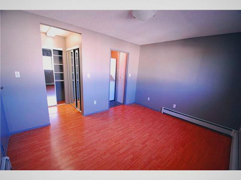 139 Av 4200, Alberta, 1 Bedroom Bedrooms, ,1 BathroomBathrooms,Single family/suite,For Rent,4200,1156